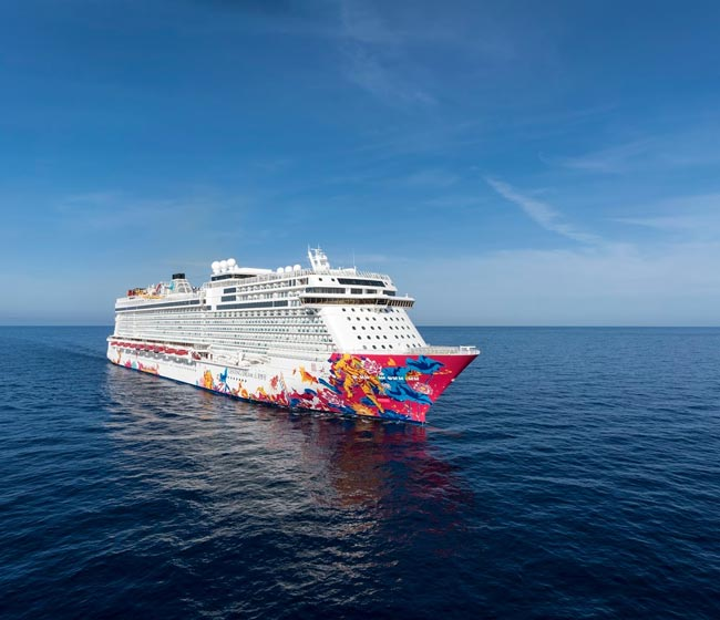Dream Cruises to Hire Singaporeans on World Dream